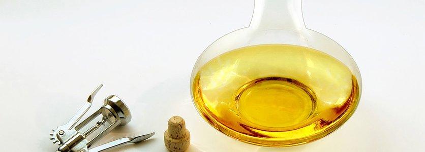 A decantação e a colocação do vinho em jarro