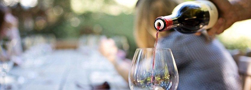 Degustar vinhos é uma arte e você pode aprender como dominá-la