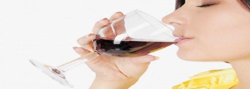 """Tomar uma taça de vinho por dia ajuda a """"limpar a mente"""", segundo estudos"""