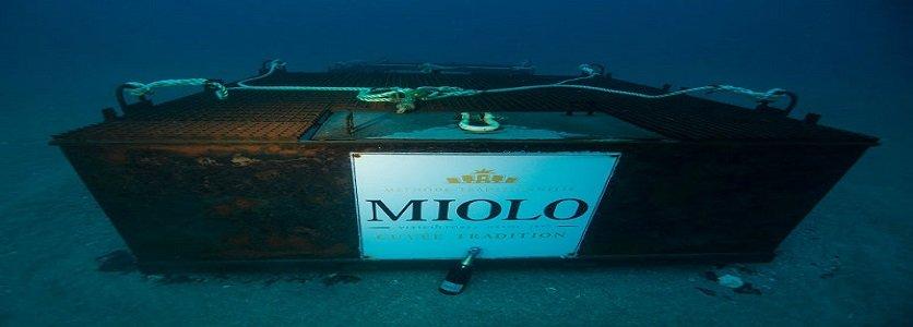 Espumante no Fundo do Mar: Vinícola Miolo Imerge 500 Garrafas do Seu Cuveé Tradition Brut em Águas Francesas